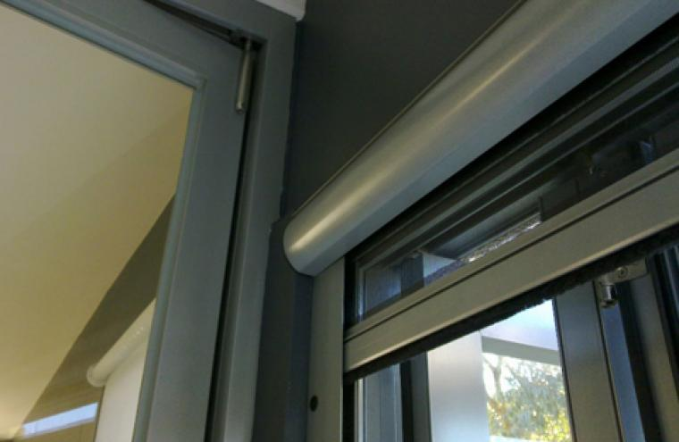 Fly screens retractable vertical motorised prahran melbourne for Windows with retractable screens